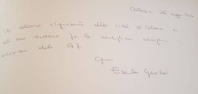 C'è anche la dedica al Commissario Montalbano nelle firme delle first ladies nel libro del
