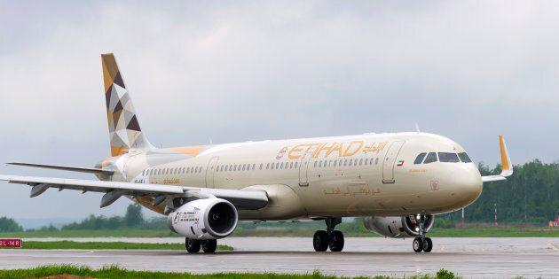 Pilota Etihad muore in volo, atterraggio di emergenza in