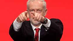 Bandiera Rossa e pugno chiuso: il comizio di Corbyn è un salto (nostalgico) nel
