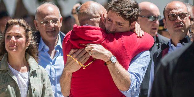 Il primo ministro canadese Justin Trudeau visita il paese di Amatrice e incontra il sindaco, Sergio