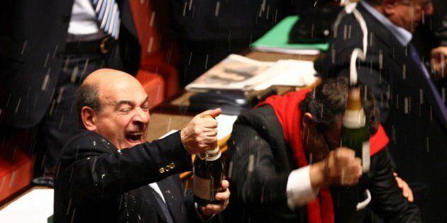 Vitalizio incassato: per evitare che scatti l'assegno per i parlamentari si dovrebbe andare a votare...