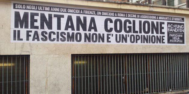 Striscione con insulti a Mentana davanti agli studi de