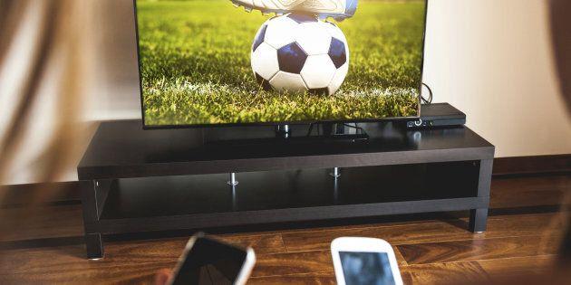 Bastavano 15 euro per vedere sia Sky che Mediaset Premium. Centrale tv pirata smantellata in provincia...