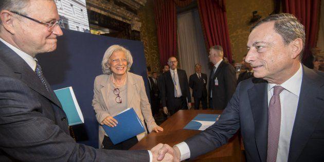 Il Governatore della Banca d'Italia, Ignazio Visco e il presidente della Banca centrale europea, Mario...