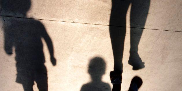 Mamma investita sulle strisce per salvare i figli in provincia di Treviso, è in