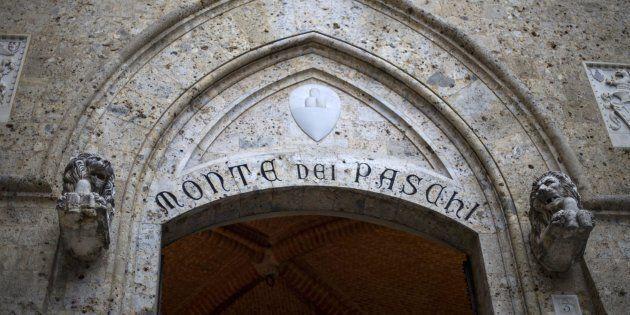 Accordo Italia-Ue per il salvataggio di Mps. Padoan: