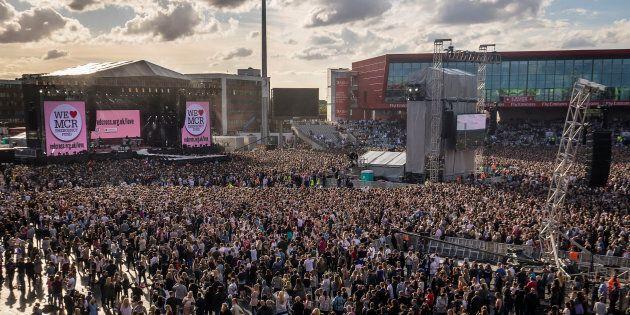 A Manchester tanta gente per il concerto