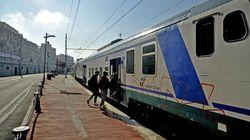 Baby gang sale su un treno, insulta, minaccia e aggredisce passeggeri.
