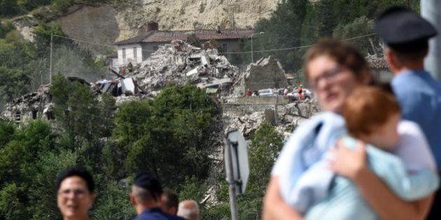 Terremoto, le vittime. Distrutta una famiglia, padre e madre trovati abbracciati. La tragedia dei