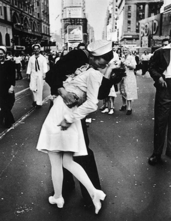 Morta l'infermiera che baciò il marinaio nella foto simbolo della fine della Seconda guerra mondiale:...