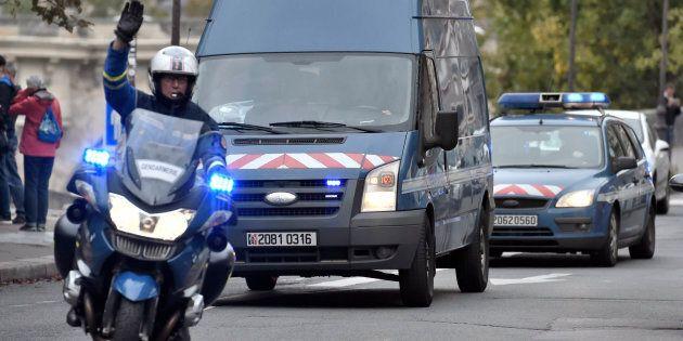 Parigi, moto esplode davanti a sede diplomatica della