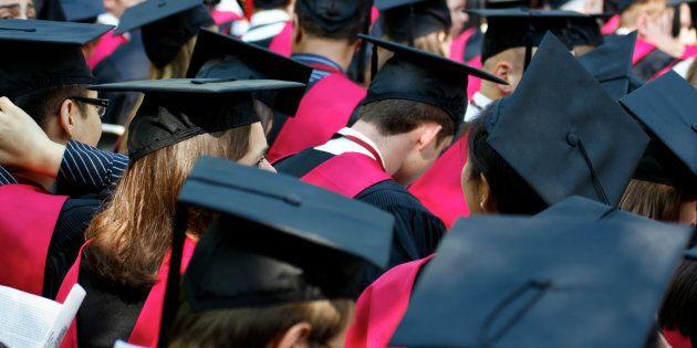 L'università di Harvard respinge 10 studenti, nello loro chat di Facebook foto di violenze a sfondo