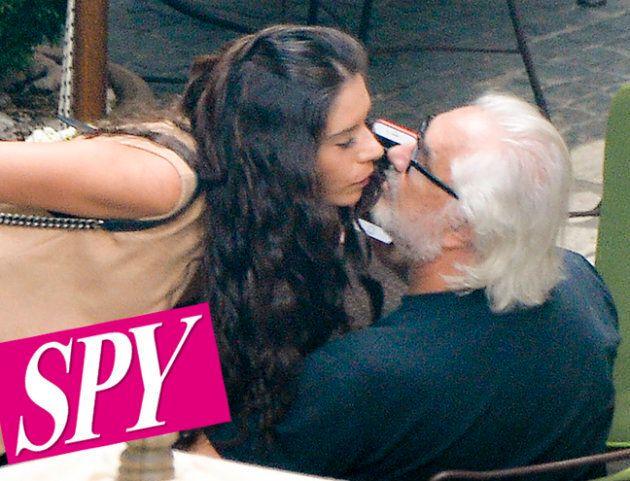 Flavio Briatore paparazzato con una ragazza mora. È lei la nuova