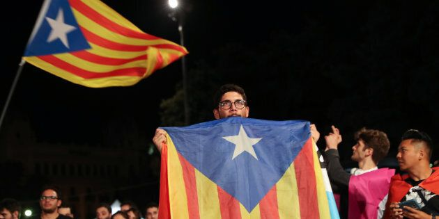 Corte spagnola vieta la seduta del Parlamento della Catalogna di lunedì. E Rajoy avverte