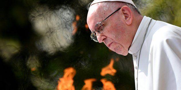 Papa Francesco non appoggia l'indipendenza della Catalogna. Il Vaticano esorta al dialogo fra le