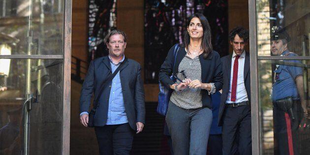 La sindaca di Roma Virginia Raggi e l'assessore Gianni Lemmetti escono dal ministero dello Sviluppo Economico...