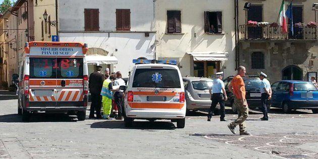 Mezzi del 118 a Castelfranco di Sopra, in provincia di Arezzo, nel punto in cui Ilaria Naldini, di Terranuova...