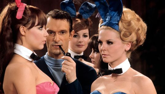 Queste foto di 50 anni fa svelano l'interno della villa ispirata a James Bond di Hugh