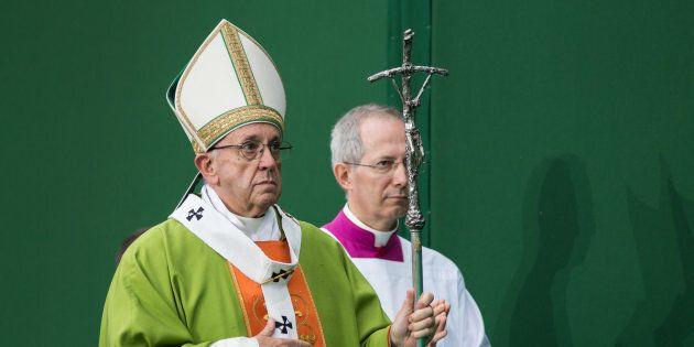 Papa Francesco si appella ai colossi di internet per combattere la