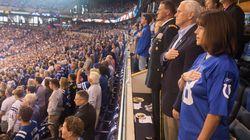 I giocatori di football americano protestano anche davanti al vicepresidente Pence, che si alza e se ne