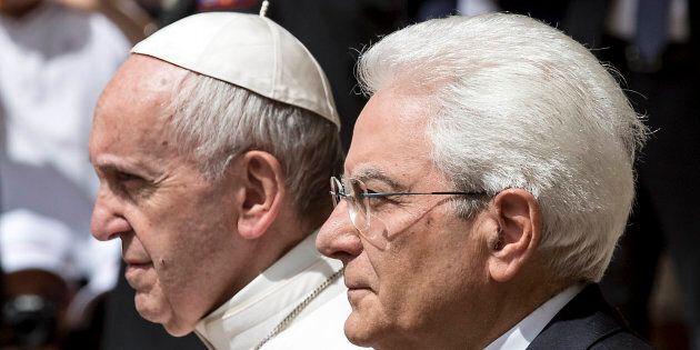 Il Presidente Mattarella riceve Papa Francesco al Quirinale, due discorsi