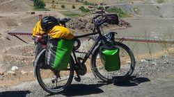 Percorre 15mila km da Hong Kong alla Francia in bicicletta: gliela rubano a Castel