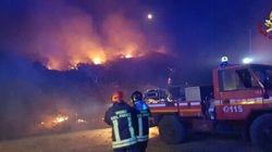 Lancia un razzo dalla barca per chiedere aiuto e fa incendiare un bosco in provincia di