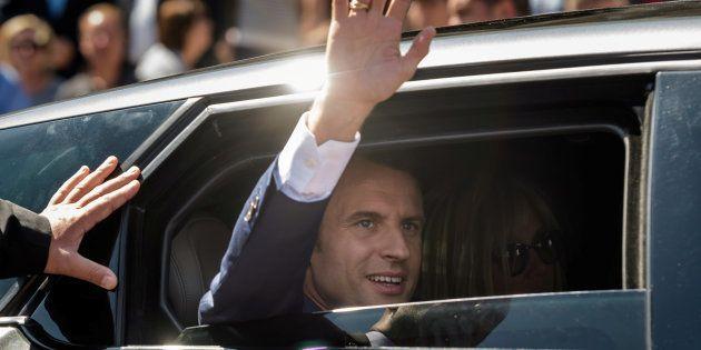 Macron pensiona in Francia una classe