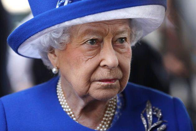 La Regina Elisabetta e il principe William in visita alla