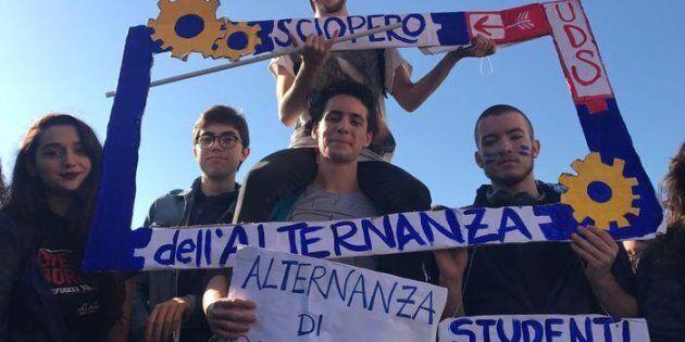 Scuola, migliaia di studenti in sciopero in tutt'Italia contro le criticità dell'Alternanza