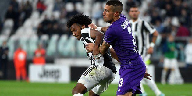 Il calciatore della Fiorentina Cristiano Biraghi è stato minacciato di morte da alcuni tifosi per colpa...