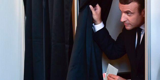Macron conquista la maggioranza assoluta in Parlamento con 350 seggi. Crollo dei