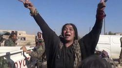 La gioia incontenibile di questa donna di Raqqa, città liberata dall'Isis, è l'unico video che dovete vedere