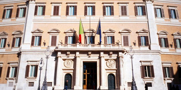 Il senatore Pd Massimo Mucchetti denuncia