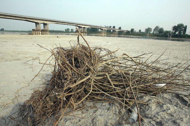 La Grande Sete, l'Italia nella morsa della siccità: a secco il bacino del Po. E allarme per il Lago di...