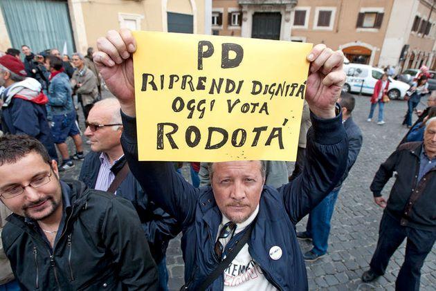 20/04/2013 Roma, manifestazioni in Piazza Montecitorio in occasione delle votazioni per l'elezione del...