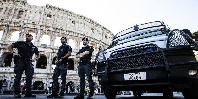 Bravi o fortunati? Il Guardian si interroga su come abbia fatto l'Italia a salvarsi dai grandi attacchi...