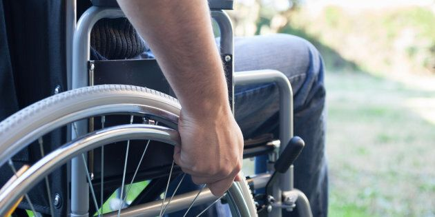 La casa del disabile va all'asta, un anonimo la compra e gliela
