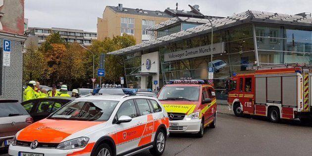 Otto persone ferite a colpi di coltello a Monaco, un uomo fermato nel corso della caccia all'aggressore....