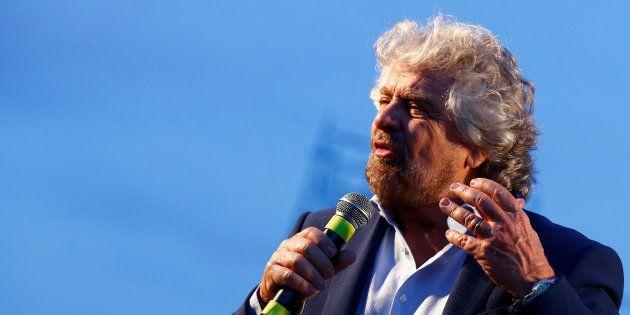 Beppe Grillo parla di crescita del M5s e chiama i suoi all'unità: