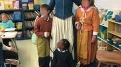 L'alunna nera al guinzaglio, in una foto in abiti d'epoca. Lo scatto indigna i social, ma la scuola spiega le sue