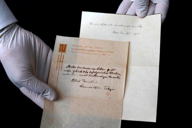 Questi 2 messaggi lasciati da Einstein a un cameriere giapponese rivelano il