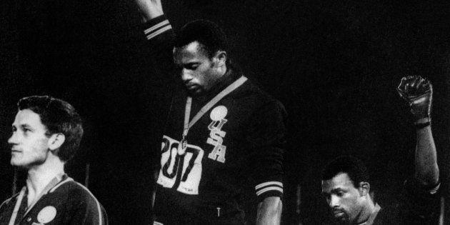 Il dettaglio in questa iconica foto delle Olimpiadi di Città del Messico 1968 di cui finora nessuno mai...