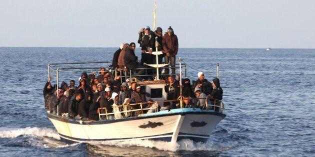 Inversione di rotta. Sull'immigrazione il governo passa agli atti formali con l'Ue: allarme alto, a rischio...