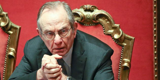 M5S tampina Padoan sulle banche: mercoledì interrogazione su Visco e conflitto d'interessi della