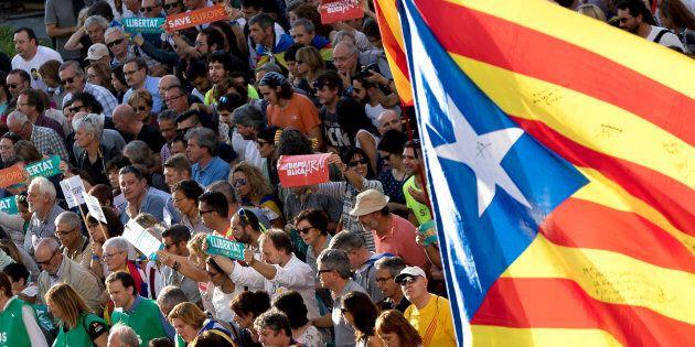 Catalogna, la coalizione di Puigdemont chiede la proclamazione della 'repubblica' in settimana. Rajoy:...
