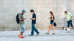 Stai leggendo questo articolo mentre cammini? A Honolulu ti costerebbe una multa di 30