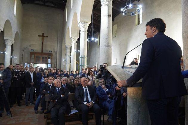 Il comizio di Renzi nella Chiesa paleocristiana di Paestum. La parrocchia: