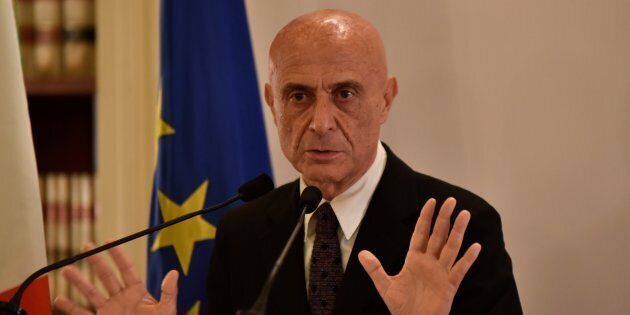 Migranti, Minniti a Parigi per il vertice tra Italia, Francia e Germania. Il ministro punta a un'intesa...