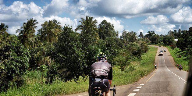 Conquistare le montagne solo in bici e a piedi, il sogno di